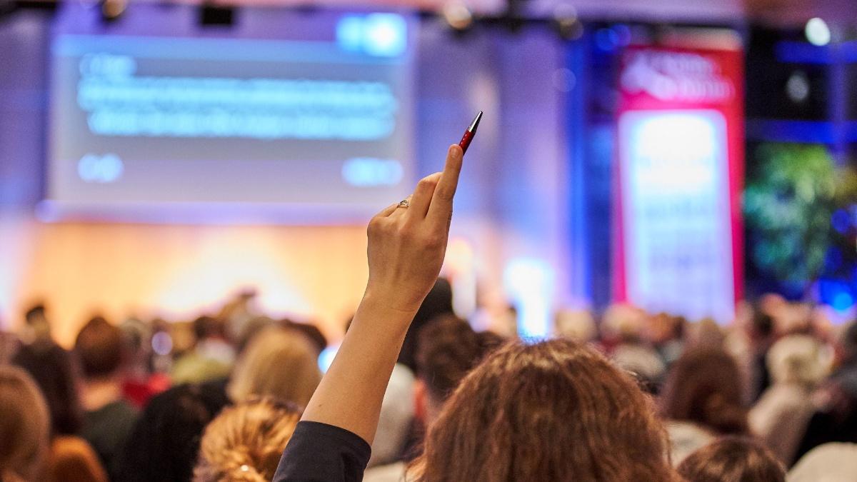 Publikum, das an einer Konferenz teilnimmt